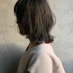 レイヤーカット 外ハネ ナチュラル くびれカール ヘアスタイルや髪型の写真・画像