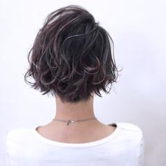 大人かわいい パーマ ニュアンス グレー ヘアスタイルや髪型の写真・画像