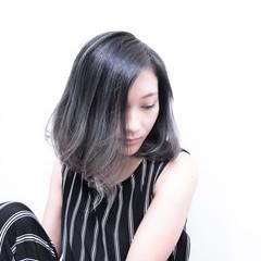 シルバー ブルージュ グレージュ 外国人風カラー ヘアスタイルや髪型の写真・画像