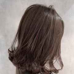 アッシュベージュ 3Dハイライト フェミニン 切りっぱなしボブ ヘアスタイルや髪型の写真・画像