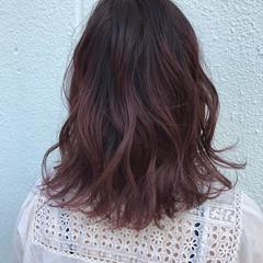 ミディアム グラデーションカラー アッシュ 波ウェーブ ヘアスタイルや髪型の写真・画像