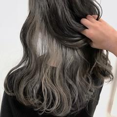 グレージュ セミロング モード 個性的 ヘアスタイルや髪型の写真・画像