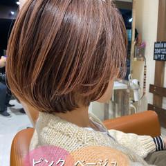 ミニボブ ピンクベージュ ショートボブ フェミニン ヘアスタイルや髪型の写真・画像