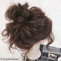 セミロング お団子 波ウェーブ ゆるふわ ヘアスタイルや髪型の写真・画像
