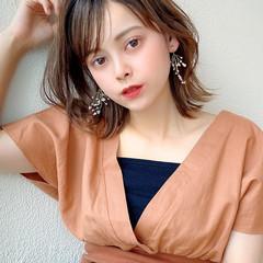 鎖骨ミディアム 小顔ヘア ナチュラル シースルーバング ヘアスタイルや髪型の写真・画像