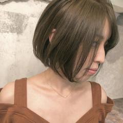 ミルクティーベージュ ボブ オリーブアッシュ オリーブベージュ ヘアスタイルや髪型の写真・画像