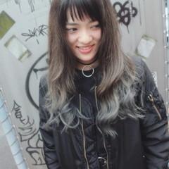 グラデーションカラー ブルーアッシュ ロング ストリート ヘアスタイルや髪型の写真・画像