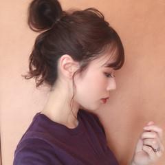 お団子ヘア ナチュラル ヘアアレンジ 簡単ヘアアレンジ ヘアスタイルや髪型の写真・画像