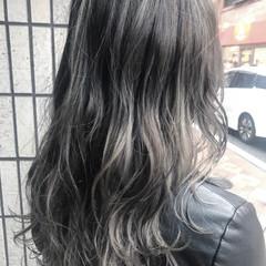 ハイライト セミロング アッシュグレージュ 外国人風 ヘアスタイルや髪型の写真・画像