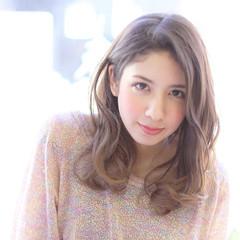 外国人風 グラデーションカラー アッシュ ミディアム ヘアスタイルや髪型の写真・画像