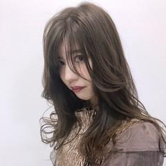 セミロング アッシュグレージュ アンニュイほつれヘア フェミニン ヘアスタイルや髪型の写真・画像