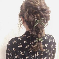 編み込み フェミニン 結婚式 セミロング ヘアスタイルや髪型の写真・画像