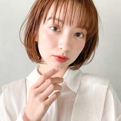 鎖骨ミディアム アンニュイほつれヘア グラデーションカラー ミルクティーグレージュ ヘアスタイルや髪型の写真・画像