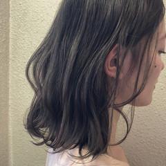 外国人風カラー ミディアム スモーキーカラー グレージュ ヘアスタイルや髪型の写真・画像