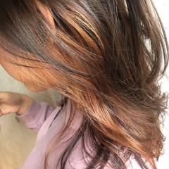 インナーカラー オレンジブラウン インナーカラーオレンジ イヤリングカラー ヘアスタイルや髪型の写真・画像