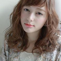 ウェーブ ゆるふわ アンニュイ ミディアム ヘアスタイルや髪型の写真・画像