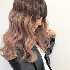 ベージュ フェミニン グラデーションカラー レッド ヘアスタイルや髪型の写真・画像