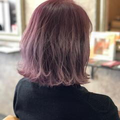 成人式 ブリーチカラー フェミニン ベリーピンク ヘアスタイルや髪型の写真・画像