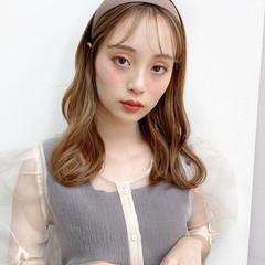 ミルクティーベージュ 鎖骨ミディアム ミディアム アンニュイ ヘアスタイルや髪型の写真・画像