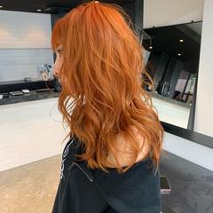 ロング ブリーチ 巻き髪 ストリート ヘアスタイルや髪型の写真・画像