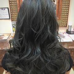 ブルージュ セミロング アッシュグレージュ ハイライト ヘアスタイルや髪型の写真・画像