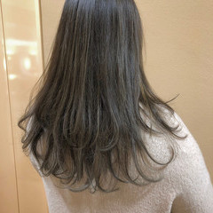 グレージュ ハイライト ロング ナチュラル ヘアスタイルや髪型の写真・画像