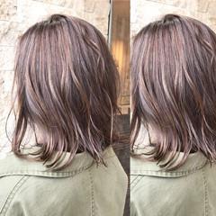 ボブ 外国人風 アッシュベージュ オフィス ヘアスタイルや髪型の写真・画像