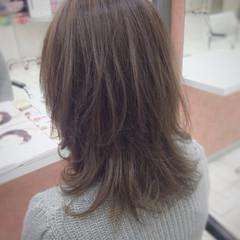 ミディアム ストリート ナチュラル アッシュ ヘアスタイルや髪型の写真・画像
