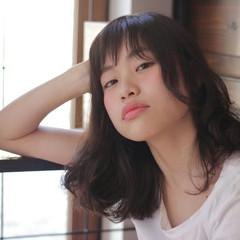 ウェーブ 大人かわいい 外国人風 ミディアム ヘアスタイルや髪型の写真・画像