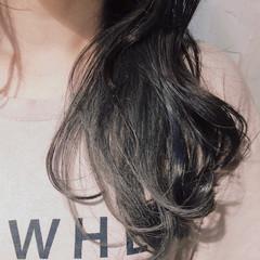ナチュラル インナーカラーシルバー ミディアム インナーカラー ヘアスタイルや髪型の写真・画像