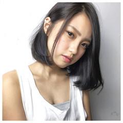 外国人風 卵型 ストレート 黒髪 ヘアスタイルや髪型の写真・画像