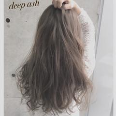 ガーリー アッシュベージュ グレー アッシュ ヘアスタイルや髪型の写真・画像