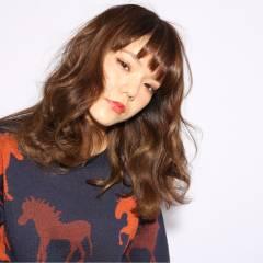 グラデーションカラー セミロング ゆるふわ 外国人風 ヘアスタイルや髪型の写真・画像