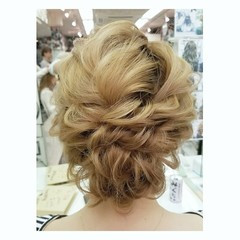 ヘアアレンジ セミロング ガーリー パーマ ヘアスタイルや髪型の写真・画像