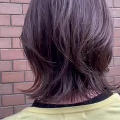 ミディアム ナチュラルウルフ イルミナカラー アッシュグレージュ ヘアスタイルや髪型の写真・画像