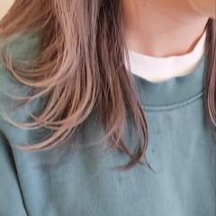ミディアム インナーカラー シルバーアッシュ ウルフカット ヘアスタイルや髪型の写真・画像