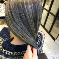 セミロング カーキアッシュ イルミナカラー グレーアッシュ ヘアスタイルや髪型の写真・画像