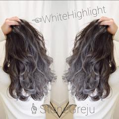 アッシュグラデーション フェミニン ロング ホワイトハイライト ヘアスタイルや髪型の写真・画像