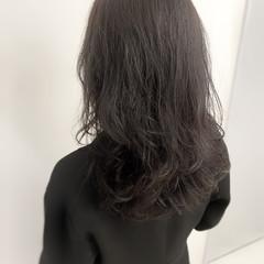 ナチュラル 外国人風カラー グレージュ コテ巻き風パーマ ヘアスタイルや髪型の写真・画像