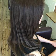 オリーブアッシュ ロング フェミニン 外国人風 ヘアスタイルや髪型の写真・画像