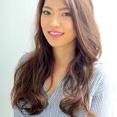 アッシュ ロング 外国人風 フェミニン ヘアスタイルや髪型の写真・画像