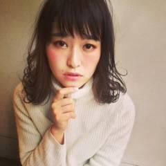 ミディアム モテ髪 フェミニン ストリート ヘアスタイルや髪型の写真・画像