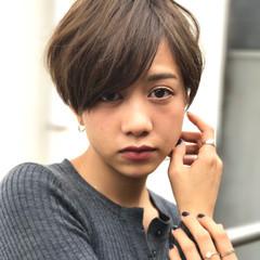色気 斜め前髪 リラックス 外国人風 ヘアスタイルや髪型の写真・画像