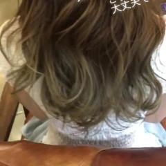 セミロング フェミニン グレージュ 外国人風カラー ヘアスタイルや髪型の写真・画像