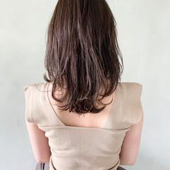 ミディアムレイヤー 前髪あり こなれ感 ウルフカット ヘアスタイルや髪型の写真・画像