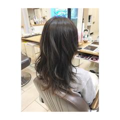 外国人風カラー 上品 ゆるふわ 暗髪 ヘアスタイルや髪型の写真・画像