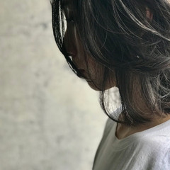 アンニュイほつれヘア グレージュ ミディアム 濡れ髪スタイル ヘアスタイルや髪型の写真・画像