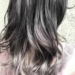 セミロング グレージュ 女子会 ダブルカラー ヘアスタイルや髪型の写真・画像