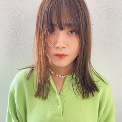 ヌーディベージュ ミディアムレイヤー ナチュラルブラウンカラー 前髪あり ヘアスタイルや髪型の写真・画像