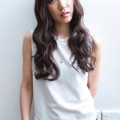 暗髪 ロング 外国人風 外ハネ ヘアスタイルや髪型の写真・画像